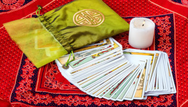 Learn how to do your own tarot reading