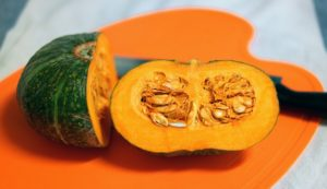 Secrets on how to cut and peel a pumpkin easily