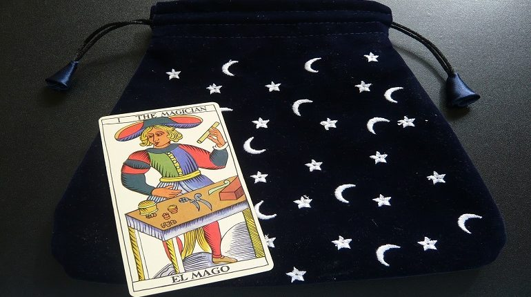 How to store tarot cards